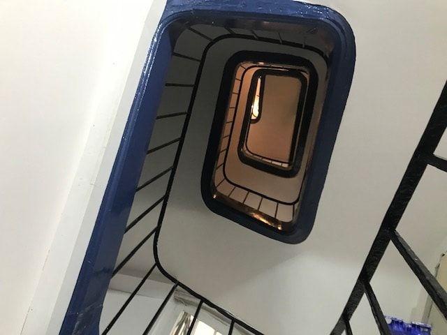 cage d'escalier boite aux lettres renovation Paris